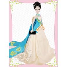 Невеста в кремово-голубом платье с бабочками